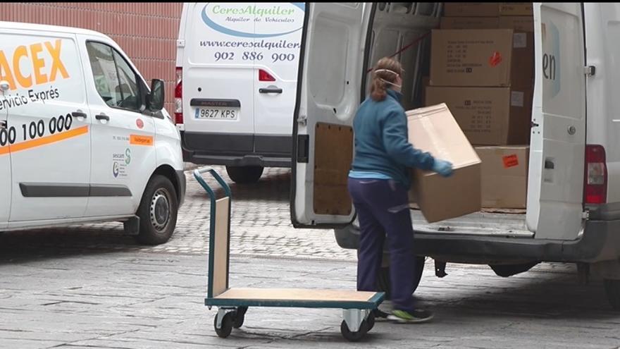 El Servicio de Salud de Castilla-La Mancha ha grabado un vídeo con imágenes del reparto de material sanitario para acallar criticas