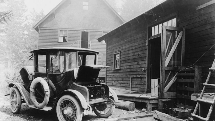 Un coche eléctrico de la compañía Detroit Electric de 1919