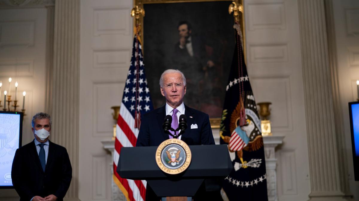 El presidente de EE.UU., Joe Biden, habla este 26 de enero de 2021, desde la Casa Blanca, en Washington. EFE/Doug Mills