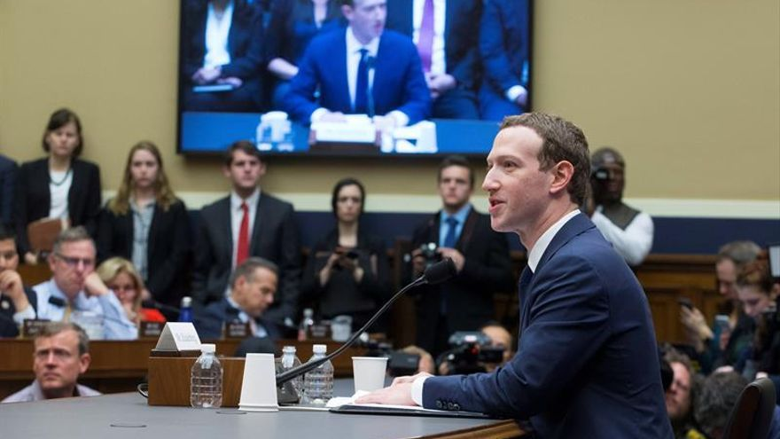 Zuckerberg reconoce que Cambridge Analytica accedió a sus datos en Facebook