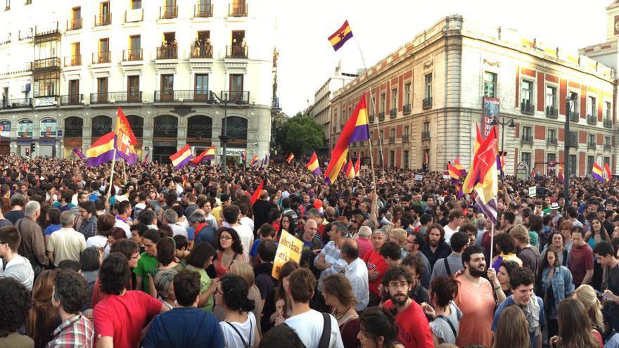 Aspecto de la Puerta del Sol durante la concentración para pedir un referéndum sobre la República / Juan Luis Sánchez