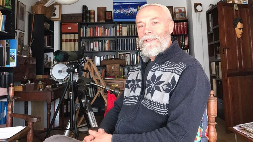 Joan Olivares, nascut i arrelat a Otos, és un dels escriptors valencians que més i millor ha conreat la novel·la històrica.