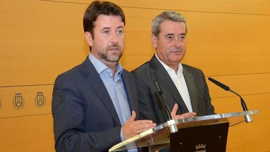 Carlos Alonso, presidente del Cabildo, y Aurelio Abreu, vicepresidente primero, en una imagen de archivo
