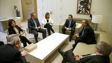 Imagen de la reunión que sindicatos y patronal tuvieron la semana pasada con Rajoy. EFE