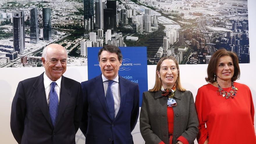 El expresidente del BBVA, Francisco González; el expresidente de la Comunidad de Madrid Ignacio González, la exministra de Fomento Ana Pastor y la exalcaldesa de Madrid Ana Botella, en 2015.