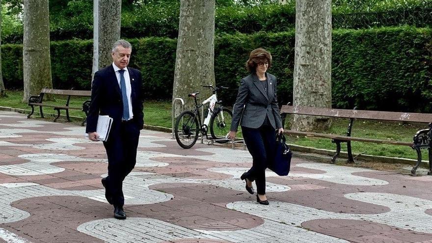 Urkullu y Murga, a su llegada al Parlamento Vasco para la primera comparecencia presencial del lehendakari para explicar la crisis de la COVID-19