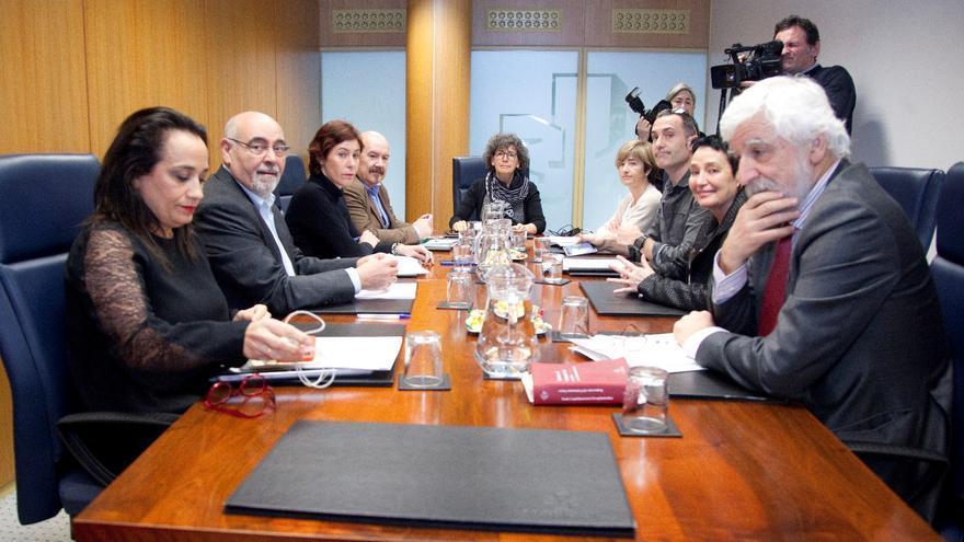 Los portavoces de la ponencia de memoria y convivencia, este lunes en el Parlamento