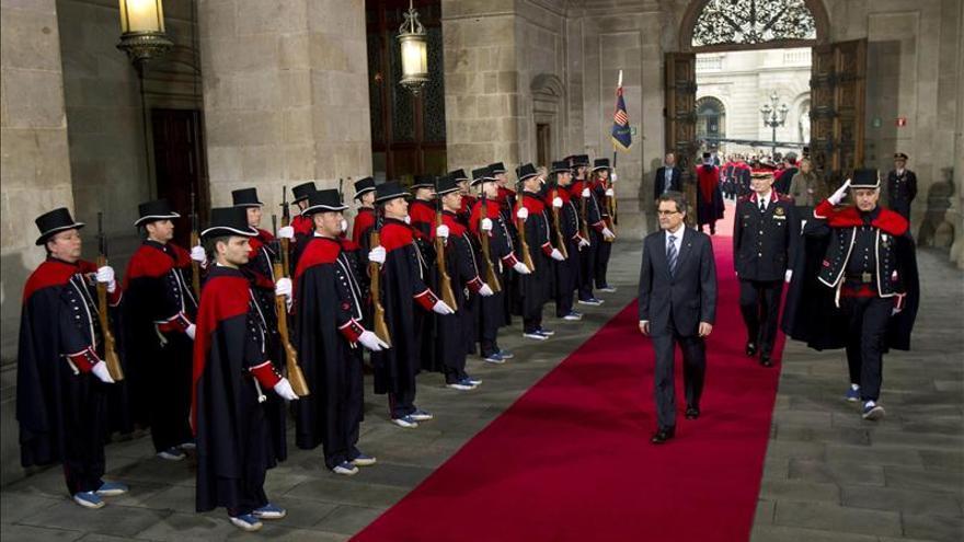El líder de CiU, Artur Mas, a su llegada al Palau de la Generalitat, donde ha tenido lugar el acto de toma de posesión como presidente catalán. EFE