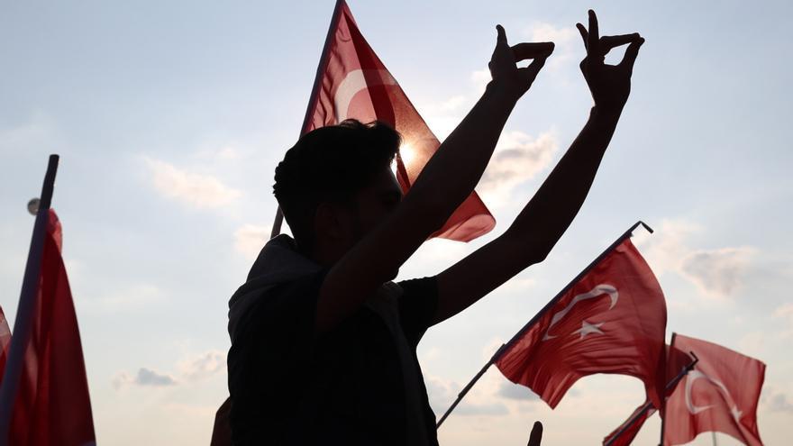 La Fiscalía turca ordena la detención de 128 soldados por supuesto golpismo