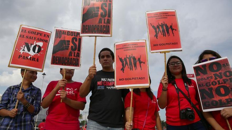 Oficialismo salvadoreño apenas reúne a 150 personas en defensa del Gobierno