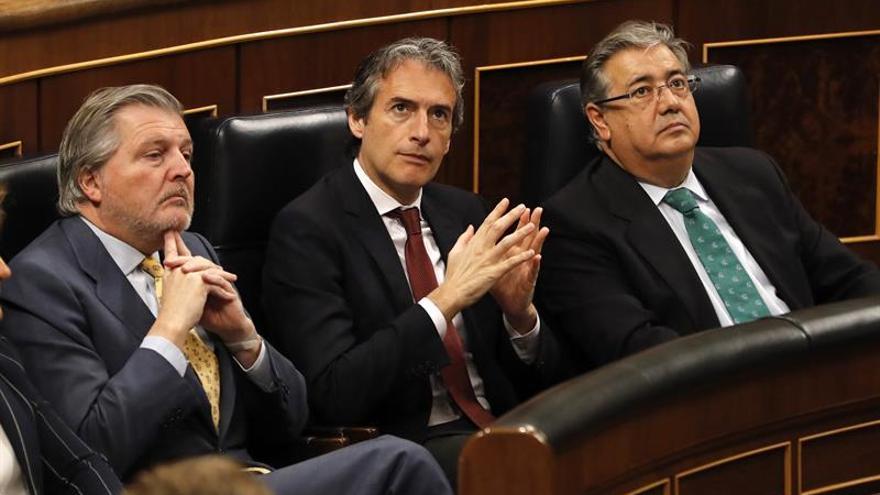 Los ministros Íñigo Méndez de Vigo (Educación), Íñigo De la Serna (Fomento) y Juan Ignacio Zoido (Interior)