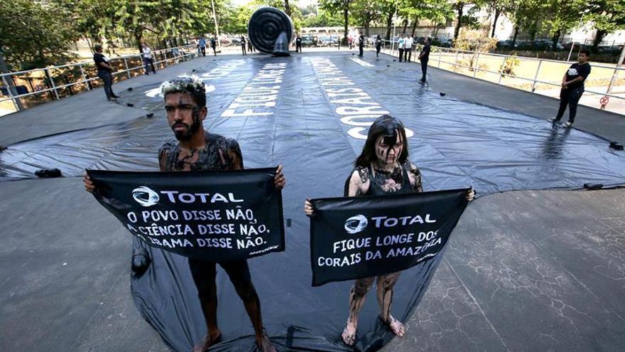 Greenpeace protesta en Río de Janeiro contra un proyecto petrolero en la Amazonía