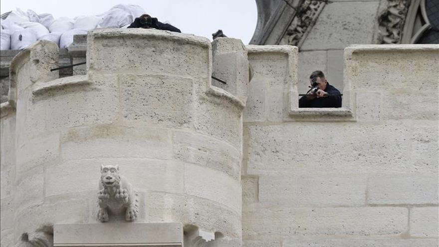Detenidas 25 personas y realizados 118 registros durante la noche en Francia