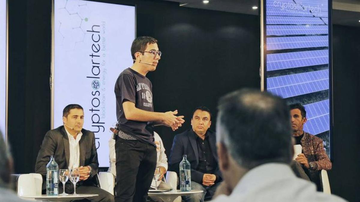 Àlex Sicart, en una charla para captar inversores para Criptosolartech.