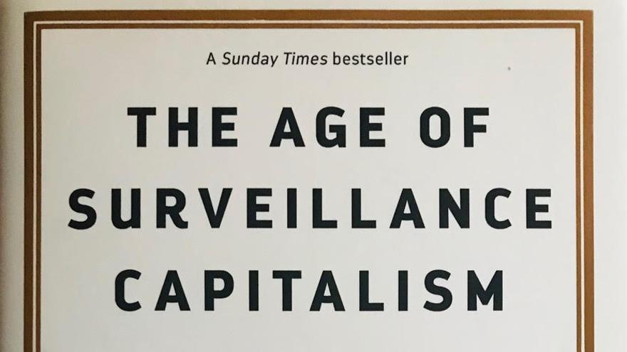 Portada del libro 'The Age of Surveillance Capitalism', de Shoshana Zuboff, profesora emérita de la Harvard Law Business School.
