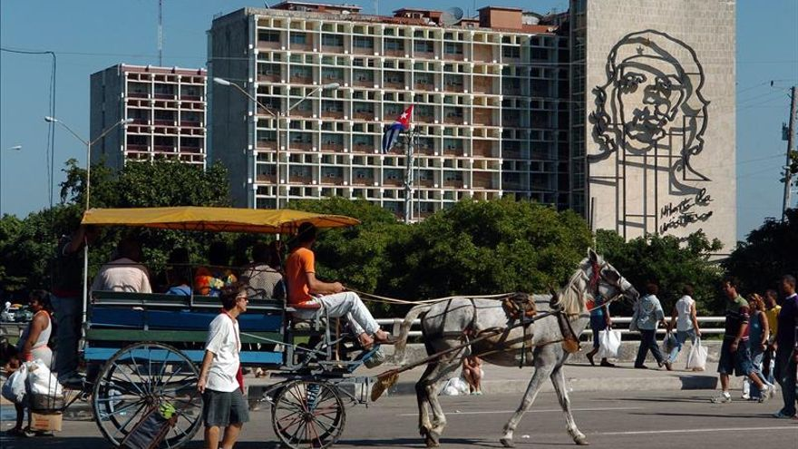 La telefonía móvil en Cuba superó los tres millones de usuarios en abril pasado