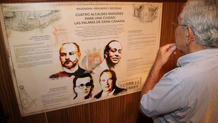 En la imagen, documentos expuestos en la muestra. Foto: JOSÉ AYUT.