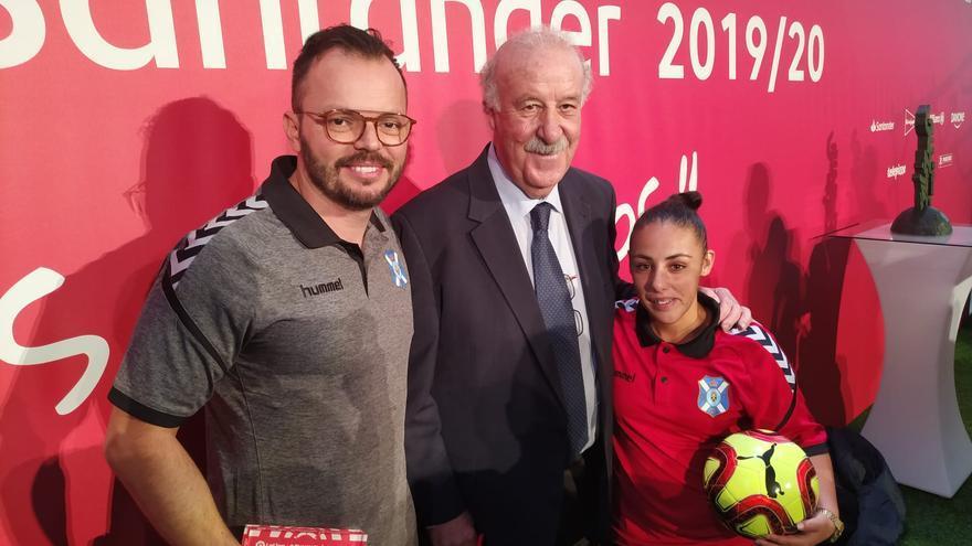 Artamy Rodríguez y Tacoremi junto a Vicente del Bosque en la presentación de la LaLiga Genuine Santander 2019/20.