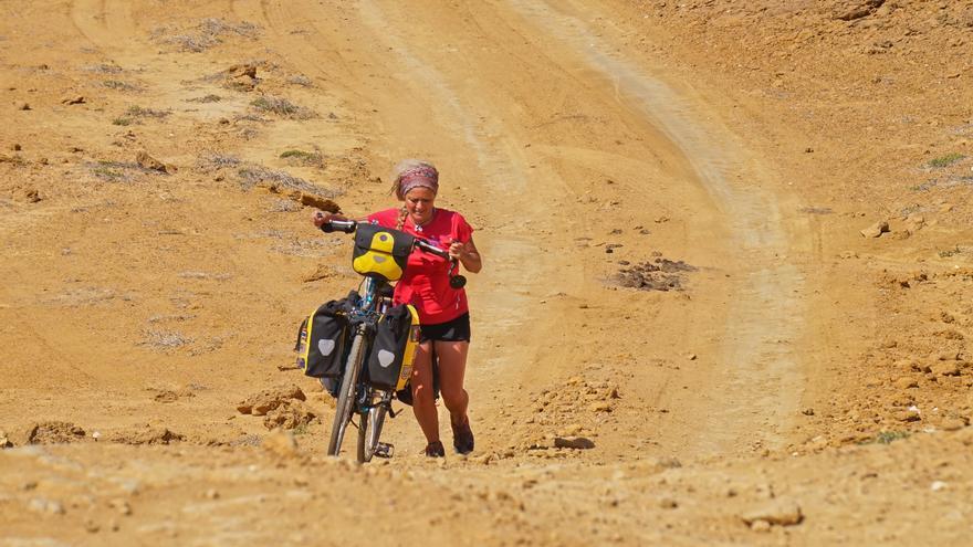 Cristina Spínola en el desierto La Guajira en Colombia