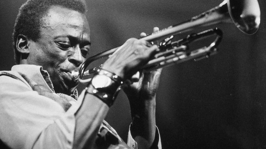 Miles Davis durante uno de sus solos