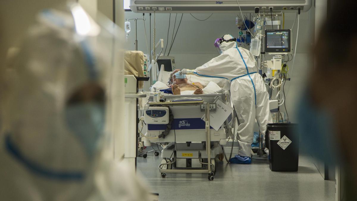 Interior de la UCI de Valdecilla.   Fotos Hospital Valdecilla