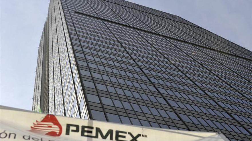 Desalojan a 6.000 trabajadores de sede de Pemex por amenaza de bomba