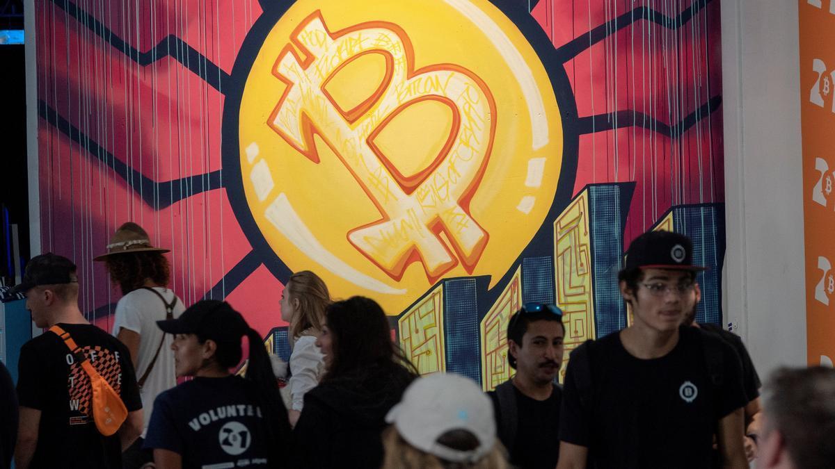 Vista de asistentes a la Conferencia Bitcoin 2021, celebrada en Miami el pasado fin de semana. EFE/Cristóbal Herrera