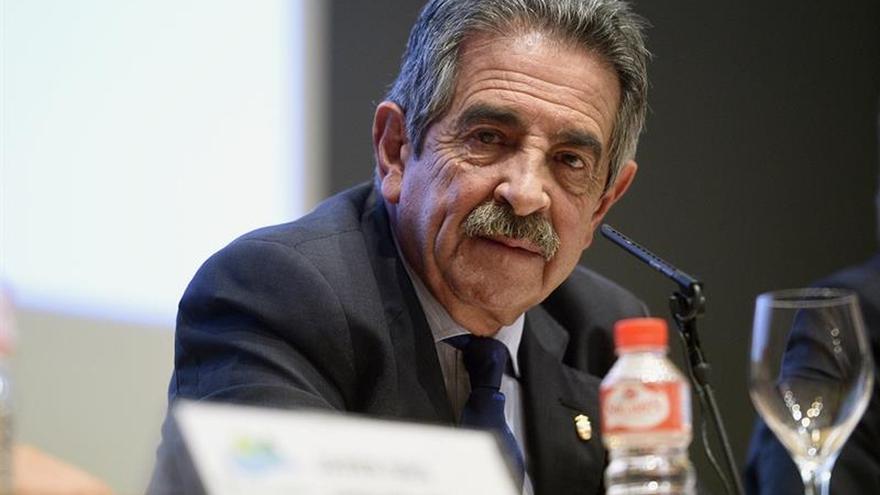 Miguel Ángel Revilla en una rueda de prensa.
