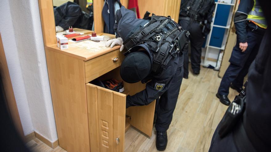 Imágenes del registro policial a Combat 18