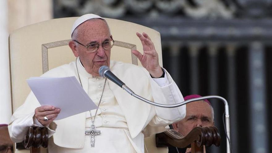 """El papa pide que el periodismo no se convierta """"en un arma de destrucción"""""""