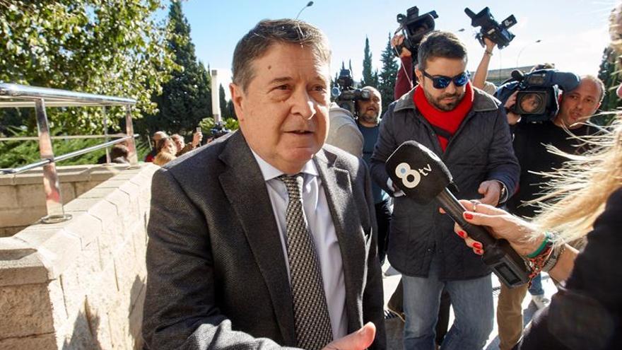 Condenan a un año y medio de prisión a Olivas por falsificar una factura