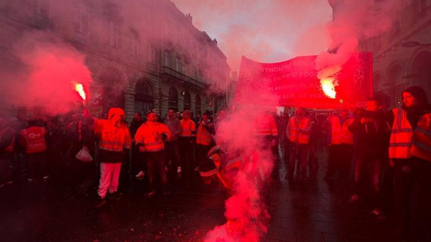 Francia cancela hasta el 60 % de trenes por el paro de los empleados de SNCF