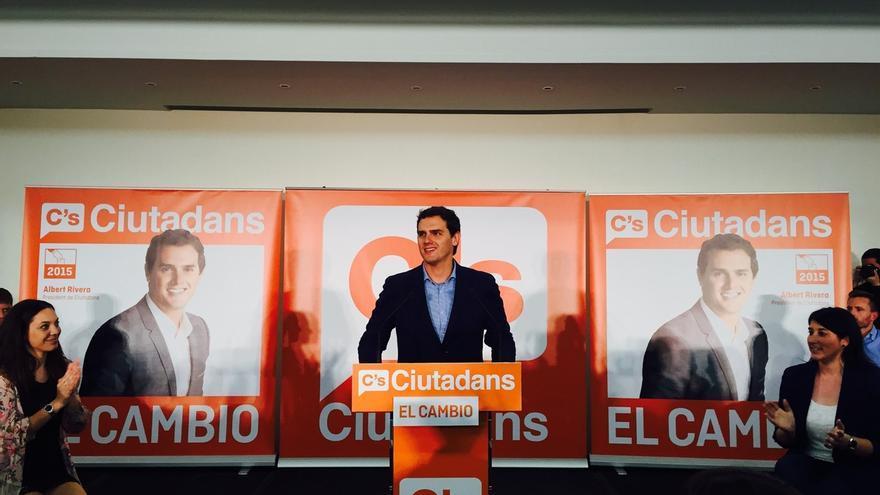 """Rivera (C's) pide a los indecisos votar """"cambio"""" y que no sigan PP, PSOE ni CiU"""