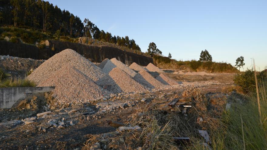 La hilera de chalés ha quedado reducida a escombros. | RUBÉN VIVAR