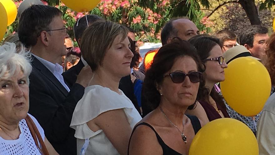 Ximo Puig y Mónica Oltra, con la consellera de Obras Públicas, María José Salvador, entre los asistentes al acto de las víctimas del metro.