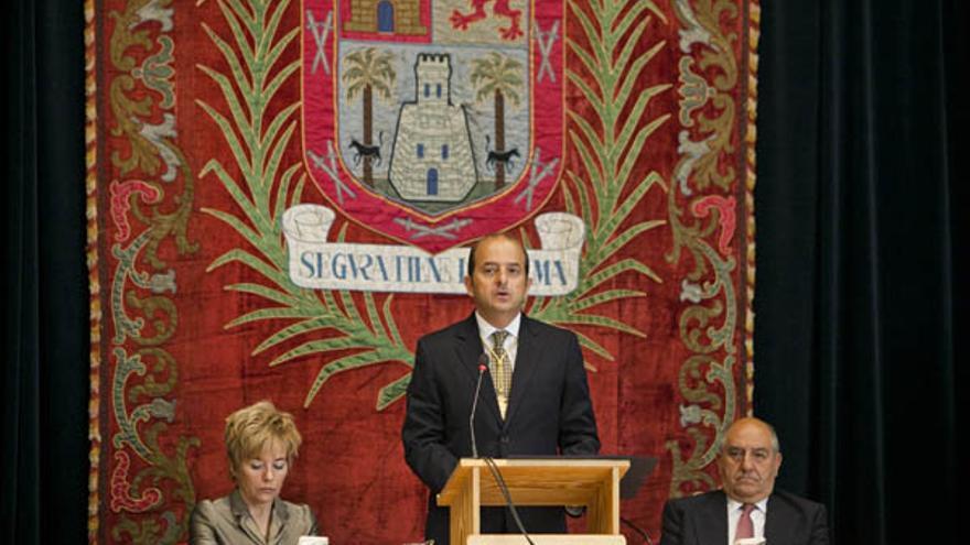 Cardona, entre la secretaria general del Ayuntamiento y el anterior interventor