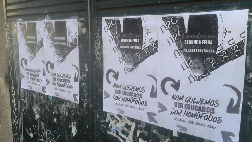 Carteles en la Universidad de Santiago en solidaridad con los estudiantes acusados