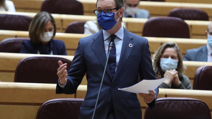 El portavoz del PP en el Senado, Javier Maroto, interviene durante una sesión de control al Gobierno en el Senado, en Madrid (España), a 3 de noviembre de 2020.