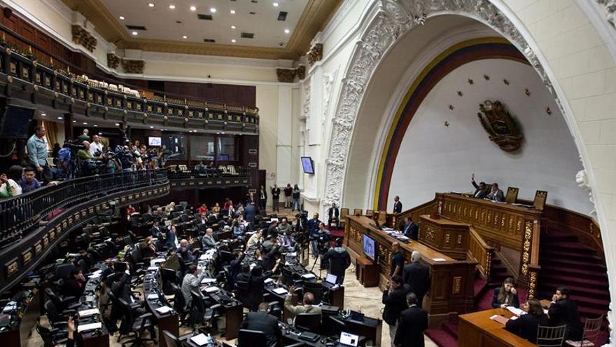 El Parlamento venezolano aprueba un acuerdo que exhorta a cumplir la Constitución