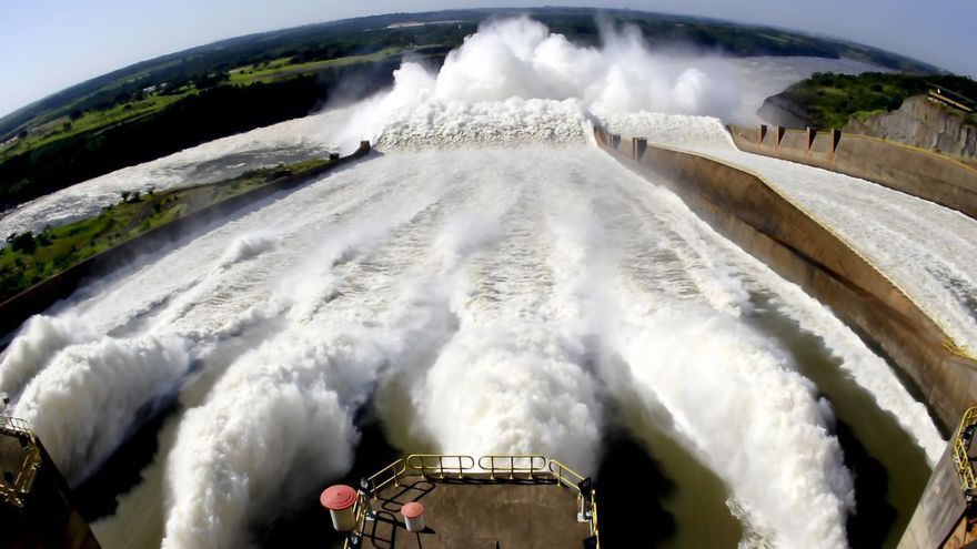 La central hidroeléctrica de Itaipú, compartida entre Brasil y Paraguay, núcleo de la polémica que ha estado a punto de llevar a Abdo Benítez a un juicio político.