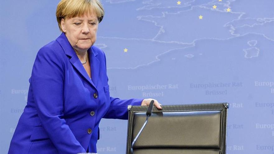 Merkel afirma que los Veintisiete no cambiarán tratados para reformar la UE
