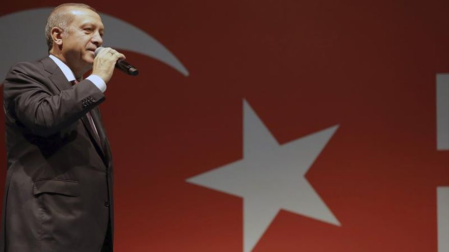 Turquía suspende a 15.000 funcionarios del Ministerio de Educación