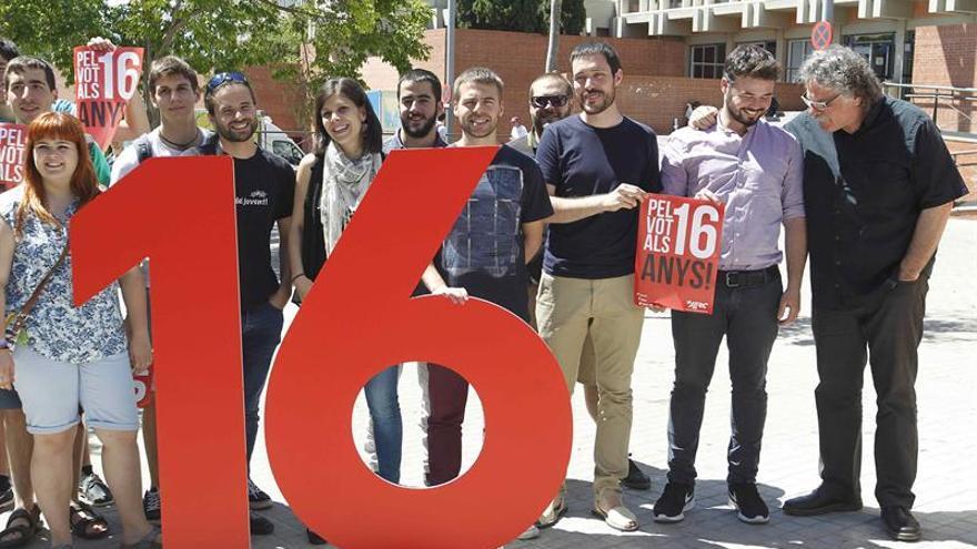 Los candidatos de ERC, en una acción para reivindicar el derecho a voto con 16 años