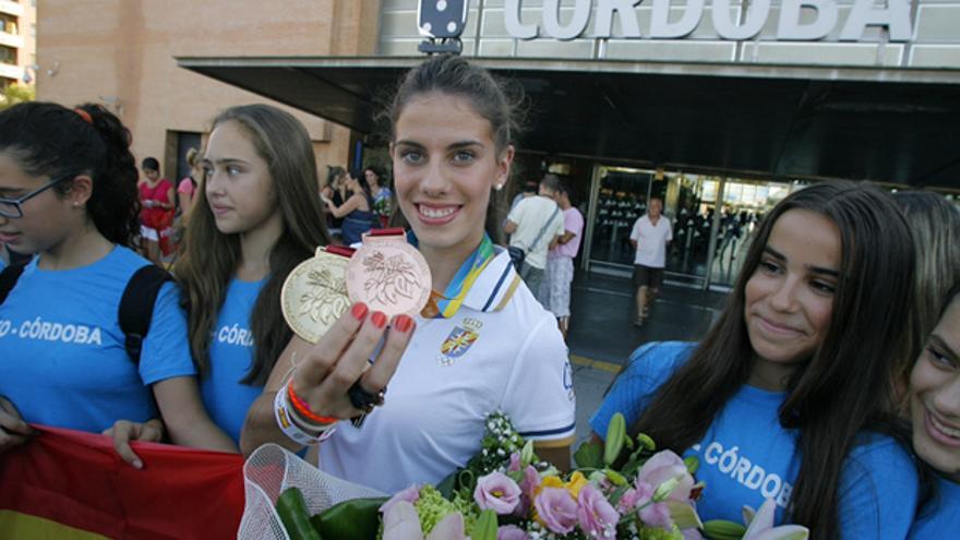 Lourdes Mohedano posa tras una competición en la estación de Córdoba. | MADERO CUBERO