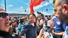 El secretario general de Podemos, Pablo Iglesias, en un encuentro este miércoles con los trabajadores en huelga de la planta de PSA Citroën en Vigo
