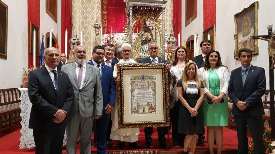 Acto de entrega del título a la Virgen de Las Nieves.