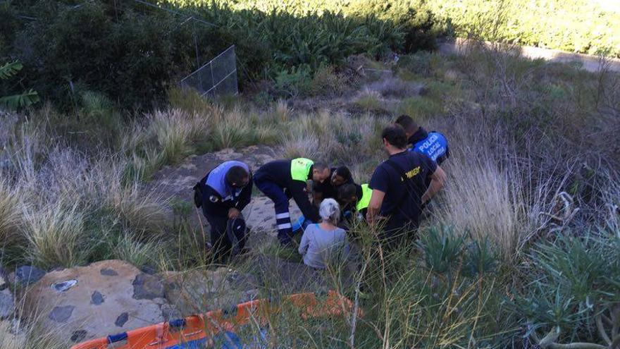 Un momento del operativo de rescate. Foto: BOMBEROS LA PALMA.