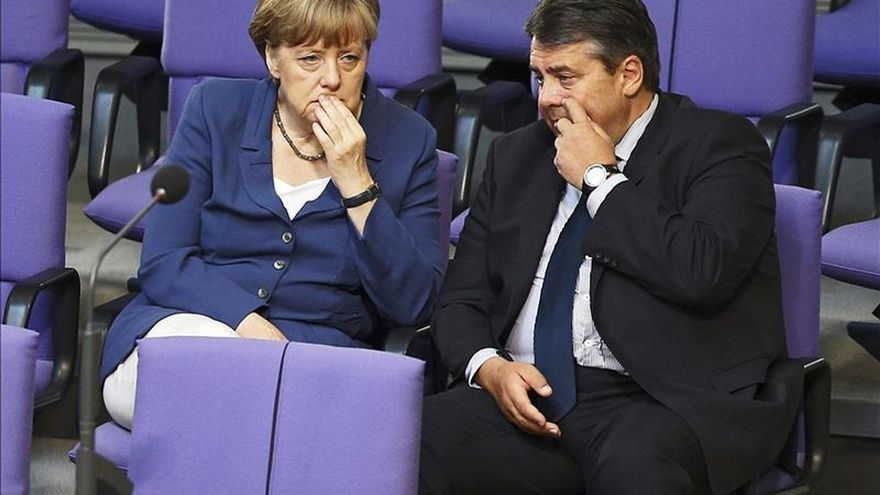 Sigmar Gabriel, junto a Angela Merkel.