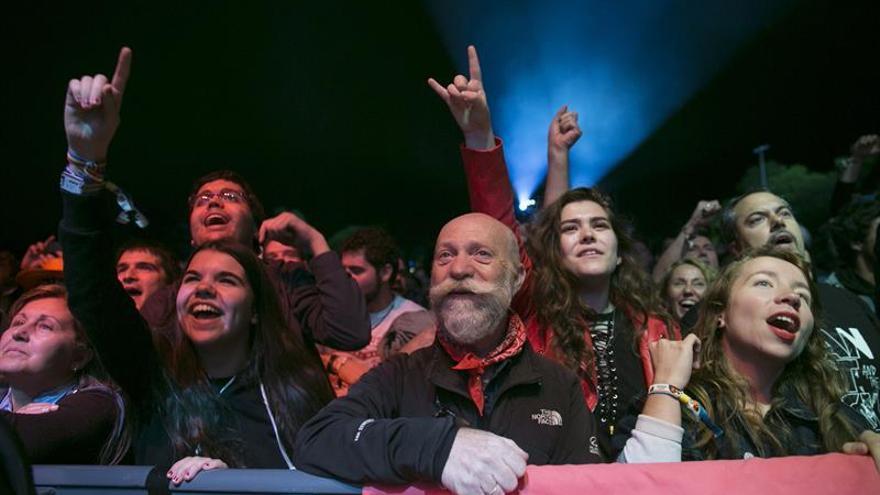 Fogerty hace volver la ola de calor a Vitoria en la apertura del Azkena Rock