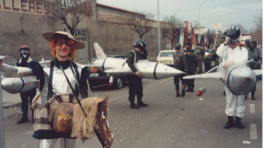 Carnaval en Anchuras (Ciudad Real), parodiando el campo de tiro